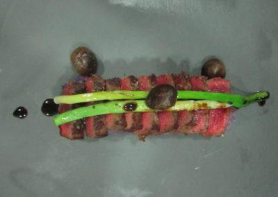 Wagyu, patata mora, alls tendres i cebetes confitades