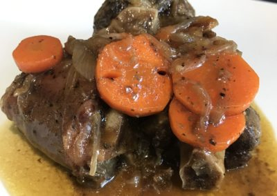 Cua de vedella cuita 15h amb vermut negre